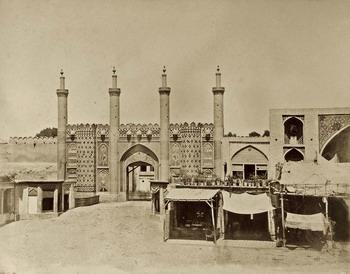 """Luigi Montabone Porta della Cittadella in Theran, 1862 albumina Torino, Biblioteca Reale, dall'album """"Ricordi del viaggio in Persia della Missione Italiana 1862"""""""
