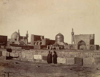 """Antonio Giannuzzi Veduta delle moschee a Mashhad, 1858-1859 Parigi, Musée National des Arts Asiatiques Guimet, dall'album di V.F.Brongniart, """"Vues photographiques de Perse 1858-1861"""""""