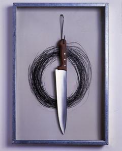 Janis Kounellis (Pireo 1936) Senza titolo, 1991 Incisione su carta Arches ruvida, coltello e gancio montata in cassa di lamiera zincata