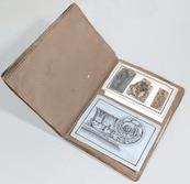 Un volume della collezione Litta (Litta 3) aperto su una pagina interna, dove sono visibili i disegni applicati con apparente casualità