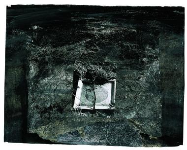 Stati di permanenza, 2005 china, pigmenti naturali, innesti materici e fotografici su carta proprietà dell'artista